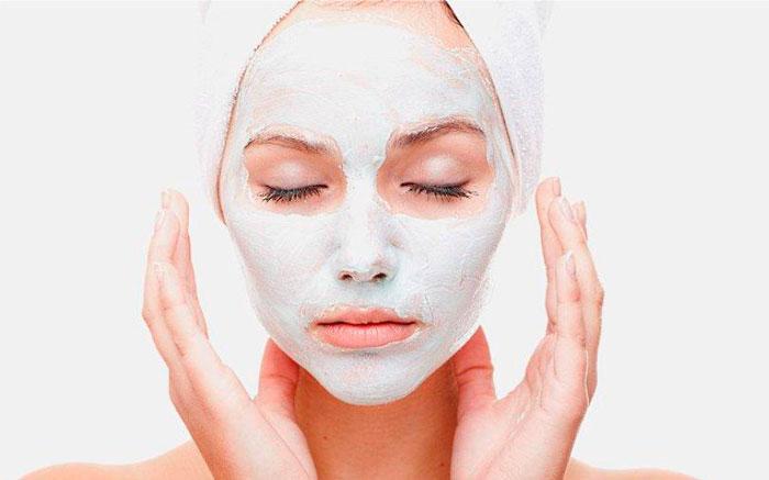Ухаживающая маска с белой глиной